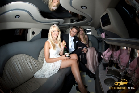 pinke stretchlimousine mieten in wien 189 f r 8. Black Bedroom Furniture Sets. Home Design Ideas